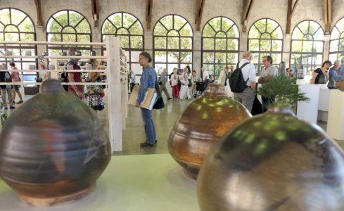 Biennale de la céramique sous la halle