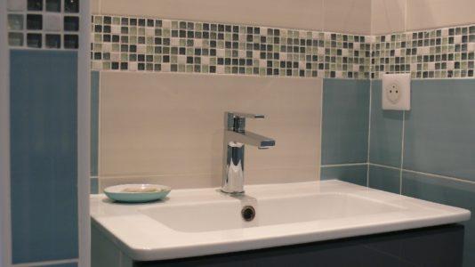 Salle d'eau privée dans la chambre hiver au Gîte les 4 Saisons Millau