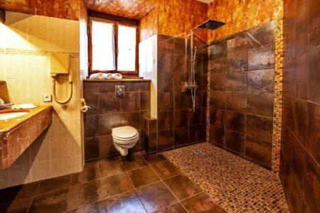 Salle-de-bain de l'hôtel 3 étoiles Sainte-Foy de Conques
