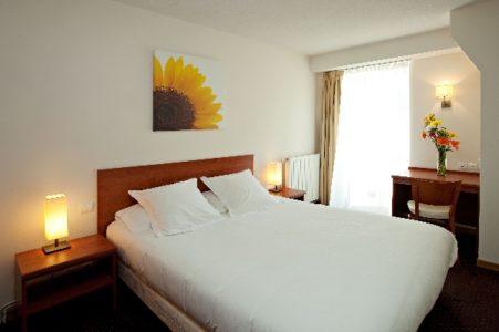 Chambre - HOTEL LA RIVIERE