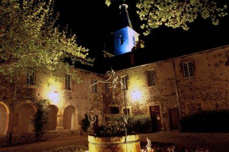 Le cloître des Augustins, de nuit, à St Geniez d'Olt