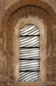 Conques - Visites guidées Tribunes de l'abbatiale - Les vitraux de Pierre Soulages