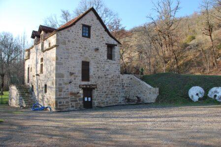 Le Moulin de Castel (groupes) Le Moulin après restauration