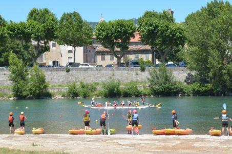 Le stade d'eaux vives aux porte de Millau, initiaiton dragon boat et kayak coté eau calme.