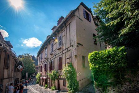 Hôtel de 17 chambre au coeur de Conques, plus beau village de France.