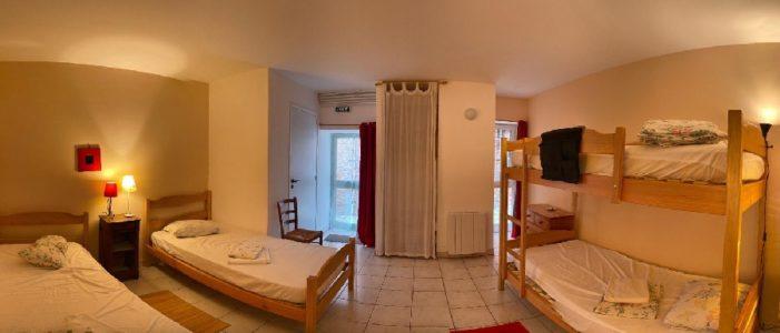 chambre de 4 avec salle de bain, grand gîte
