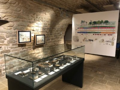 """Exposition """"Roquemissou - Plongée dans la Préhistoire du Causse"""""""