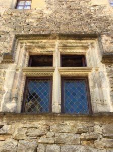 Fenêtre à meneaux ornant le Grenier de la Rente