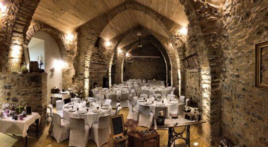 Exemple de configuration repas avec tables rondes.