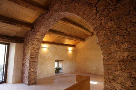 la petite salle (40m2) chauffée du Hameau des Gîtes du Brugas