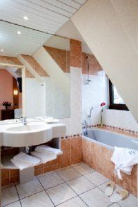 HOTEL - LE RELAIS DE LAGUIOLE - SALLE DE BAIN