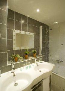 salle de bains HOTEL DE LA RIVIERE