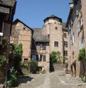 Conques-Rue du château-Visite guidée du village