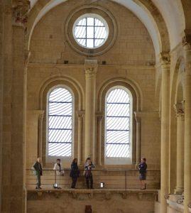 Visite guidée des Tribunes de l'abbatiale et des chapiteaux romans