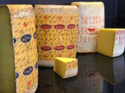 Le fromage Laguiole AOP ; coupe traditionnelle au Magasin